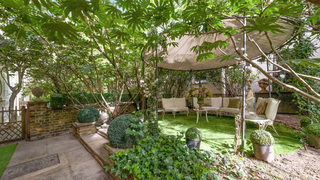 Outlet Residential London garden with white chairs and canopy
