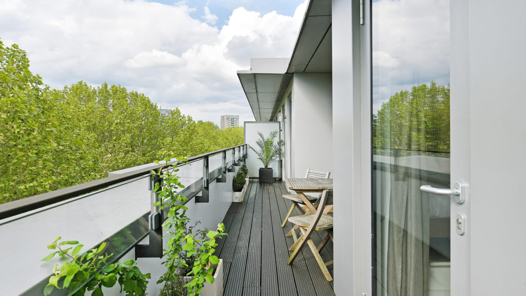 Outlet Residential London luxury flat with large balcony