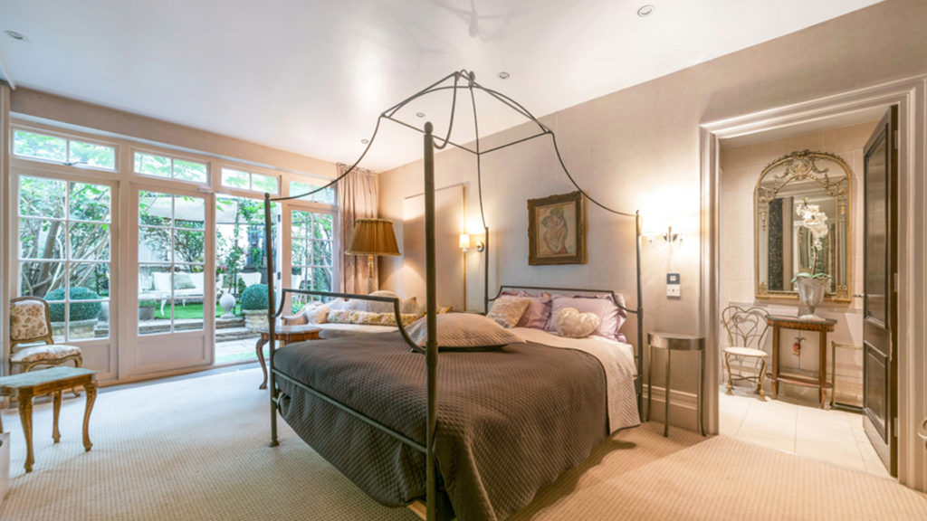 Outlet Residential London luxury house interior bedroom