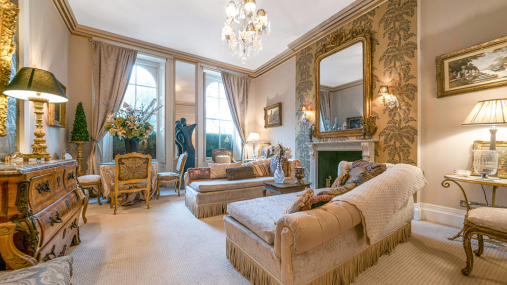 Outlet Residential London luxury ornate living room